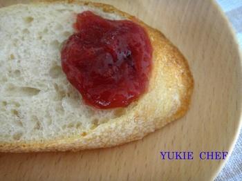 ルバーブのジャムとパン.jpg